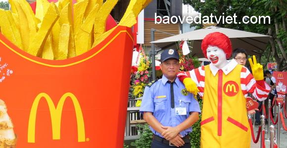 Công ty bảo vệ Đất Việt tiếp tục cung cấp dịch vụ bảo vệ nhà hàng McDonald's