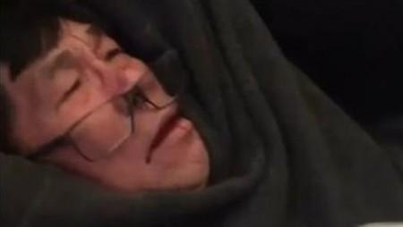 Bác sĩ Mỹ gốc việt bị dịch vụ bảo vệ an ninh kéo xuống máy bay